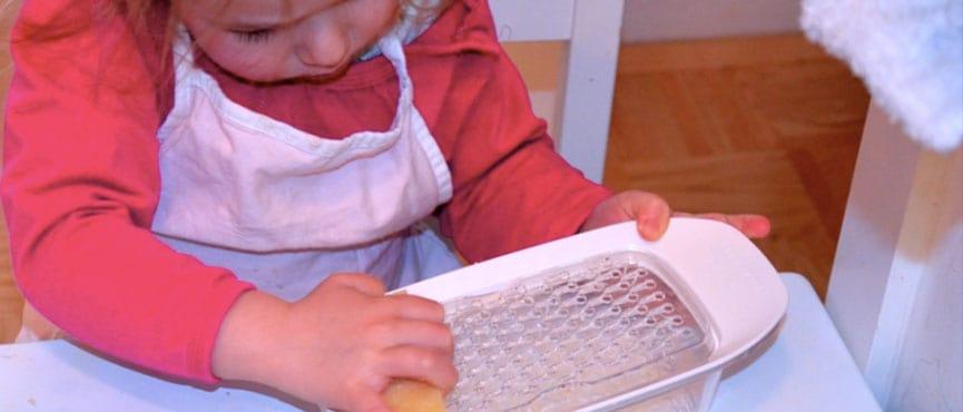 Kaj lahko otroci počnejo v kuhinji?